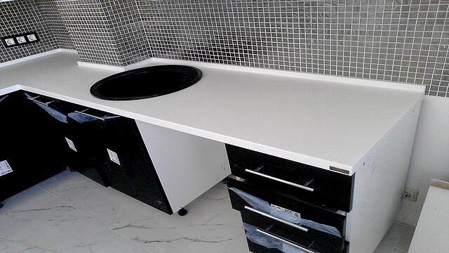 Столешница из искусственного кання для кухни