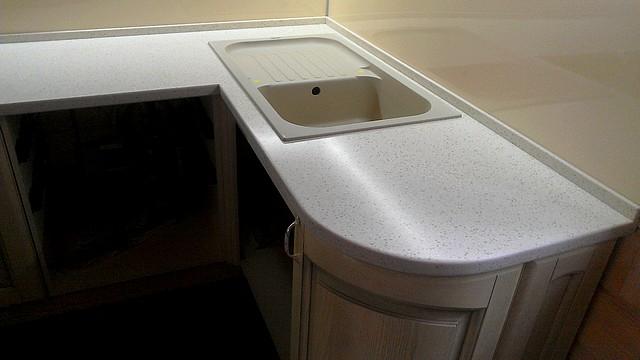 Столешница из искусственного кання antarrid для кухни
